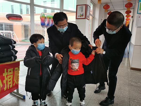 500件棉衣發至鐵嶺撫順    500個孩子溫暖過冬