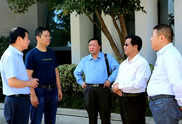 华夏文化艺术委员会陶洪君刘建文一行到中国永联村考察