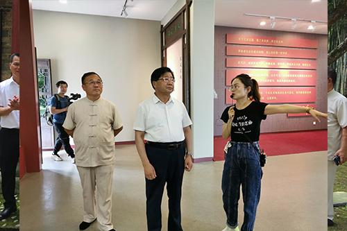 陶洪君书法石刻捐赠仪式在陶渊明纪念馆举行